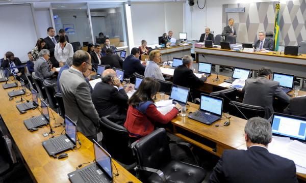 Comissão do Senado aprova eleições diretas em caso de vacância da Presidência