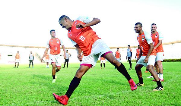River treina no estádio Albertão visando jogo contra Floresta-CE