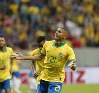 Brasil vence Catar em amistoso e Neymar deixa campo machucado