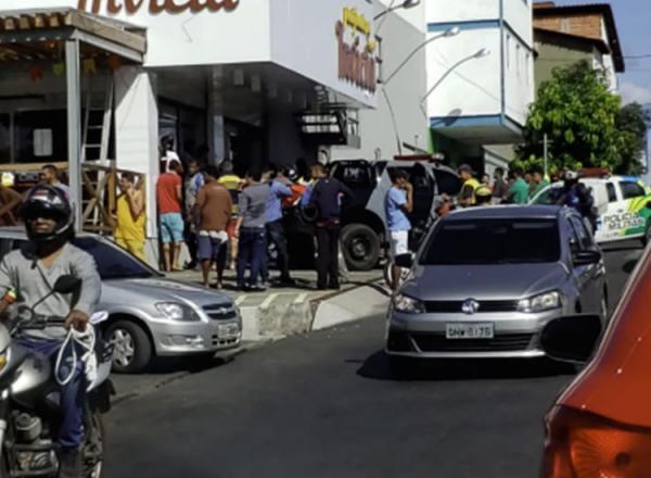 Suspeito se esconde em padaria e aciona a polícia após ser perseguido por populares em Teresina