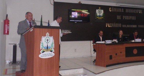Piripiri - Vereador Dr.Pinto lamenta a situação dos professores