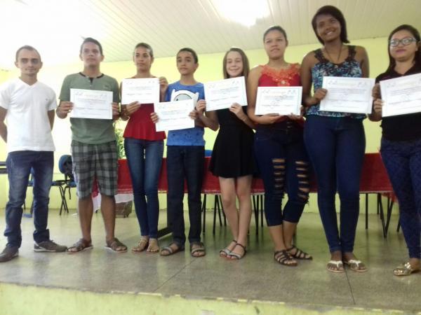 Jovens são certificados em curso de Libras em Angical