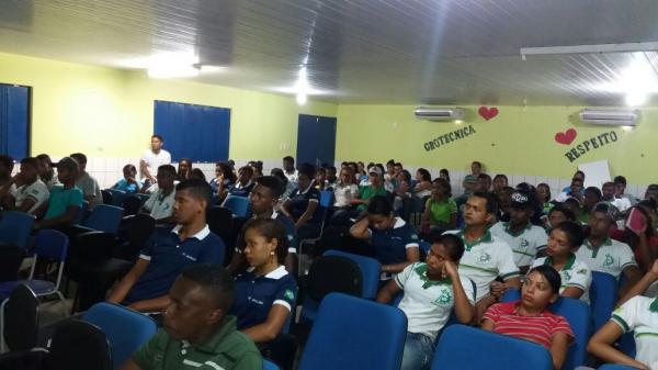 Cabo da Força Tática ministra palestra sobre drogas para alunos do Ensino Médio em Amarante