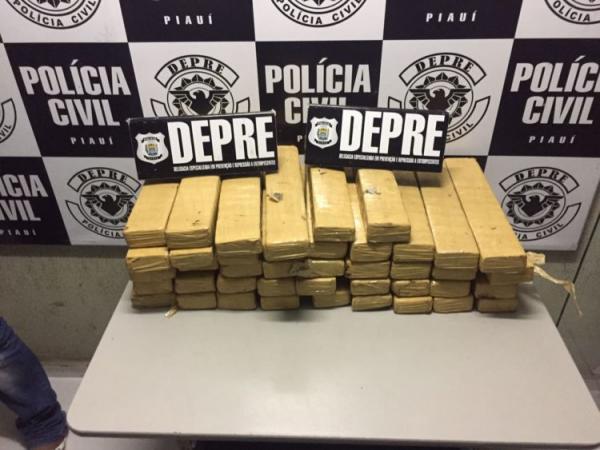 Após denúncia por aplicativo, polícia apreende 50 tabletes de maconha na Rodoviária de Teresina