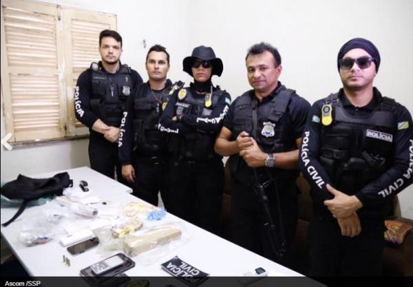 Operação: agente é preso vendendo celular por R$ 150 para presos em presídio