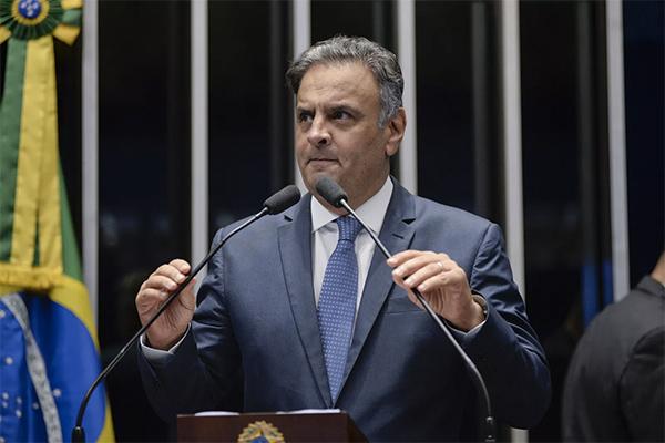 """Aécio Neves faz discurso em sua volta ao Senado e se diz """"injustiçado"""""""