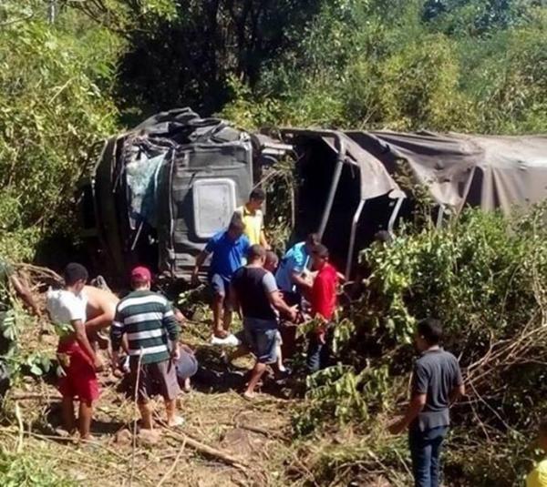 Acidente com comboio do Exército deixa um morto e 25 feridos em rodovia do Piauí