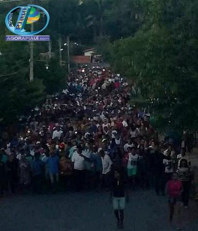 Multidão se despede do vaqueiro Epifânio