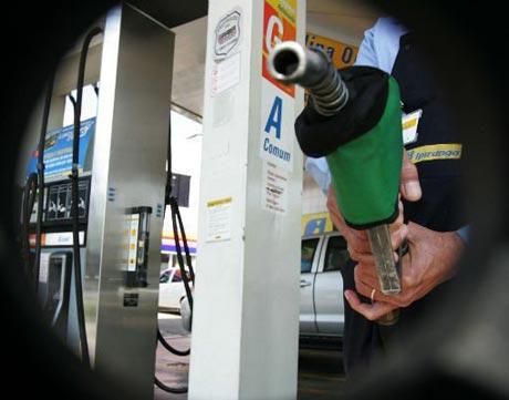 Governo aumenta impostos sobre combustíveis para fechar conta