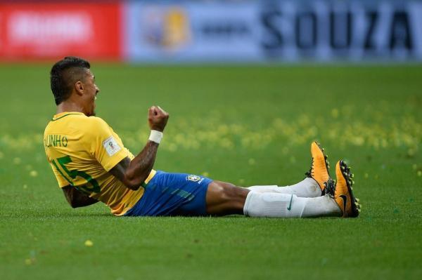 Brasil vence o Equador por 2 a 0 e garante primeiro lugar