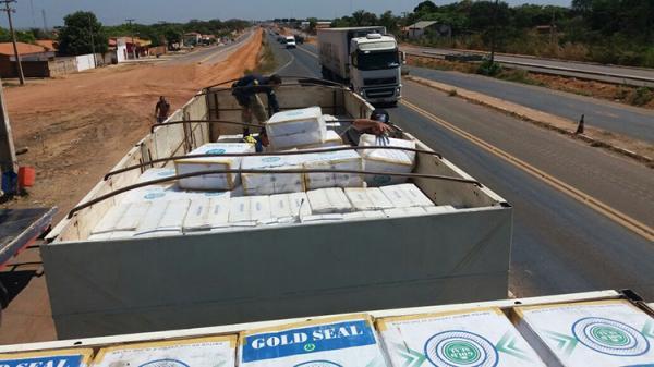 PRF intercepta carga de cigarro do Paraguai de R$ 1 milhão