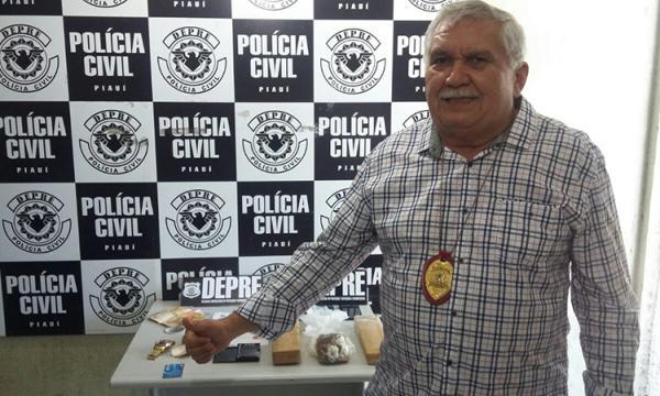 Mais de 2 kg de drogas são encontradas na casa de policial; irmãos são presos