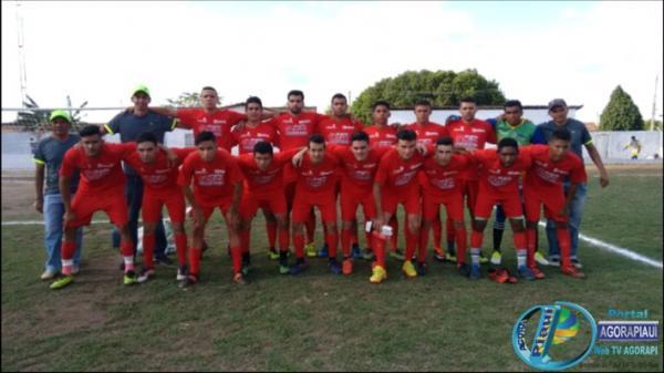 Seleção de Hugo Napoleão venceu dentro de casa a seleção São Pedro do Piauí na II Copa AMPAR de Futebol Amador