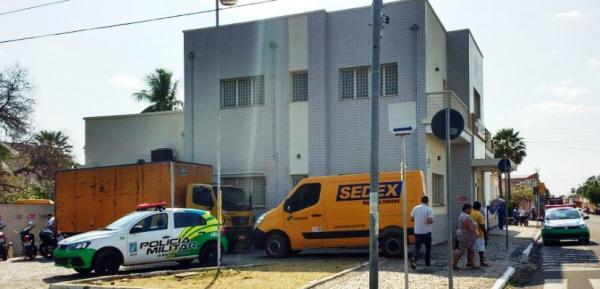 Disfarçados de sindicalistas, bandidos assaltam agência dos Correios em Campo Maior