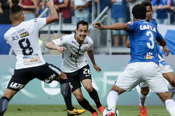 Líder Corinthians empata com Cruzeiro; São Paulo sai do rebaixamento