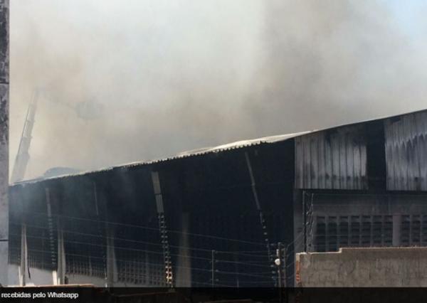 Incêndio de grandes proporções na Distribuidora Ibiapina assusta moradores na zona Sul de Teresina