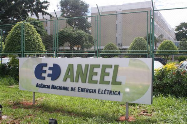Aneel eleva cobrança máxima da bandeira tarifária de R$ 3,50 para R$ 5 a cada 100 kWh