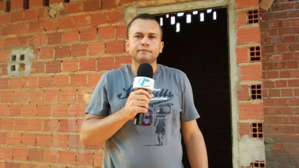 Confira a REPORTAGEM: Alojamento de operários ao lado da quadra e Esporte em Hugo Napoleão