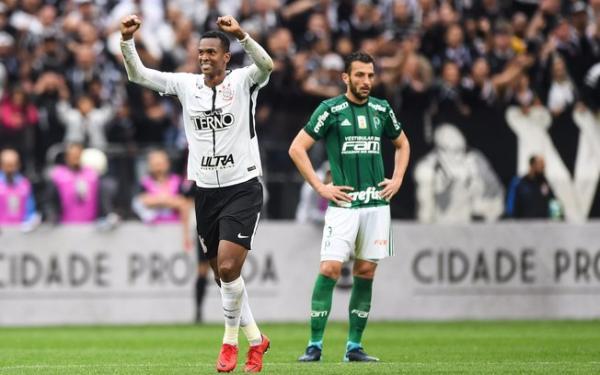 Corinthians vence clássico contra Palmeiras e volta a disparar na liderança