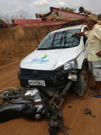 Acidente envolvendo carro da Eletrobras e uma moto deixa mãe e filha ferida em Jardim do Mulato