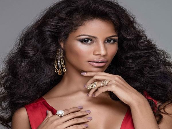 Monalysa Alcântara embarca para o Miss Universo em Las Vegas