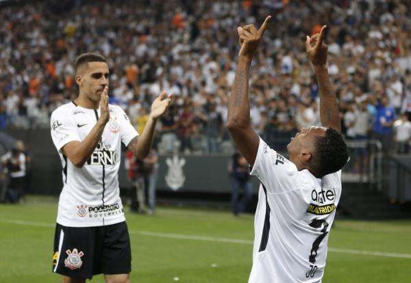 Corinthians vence Fluminense de virada e conquista hepta do Campeonato Brasileiro