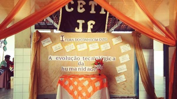 Alunos do CETI João Ferry realizam feira do Conhecimento.