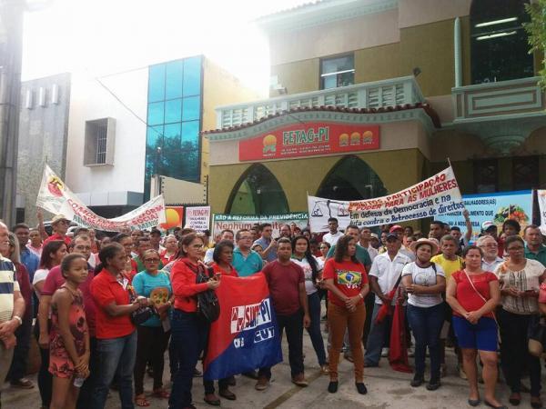 Trabalhadores rurais protestam contra a reforma da previdência em Teresina