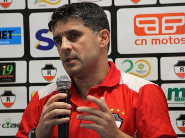 Wallace Lemos é apresentado pelo River e promete time organizado em 2018