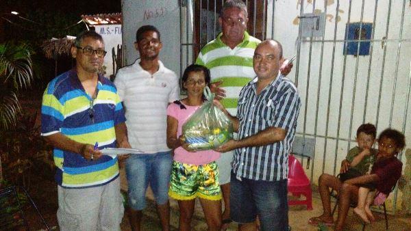 Família Cachaça e Machuca entrega Cesta Básica para população em Agricolândia