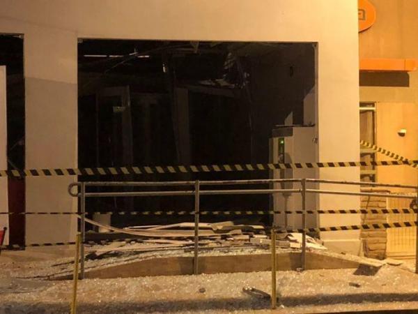 Quadrilha explode agência do Bradesco em Altos e troca tiros com PM
