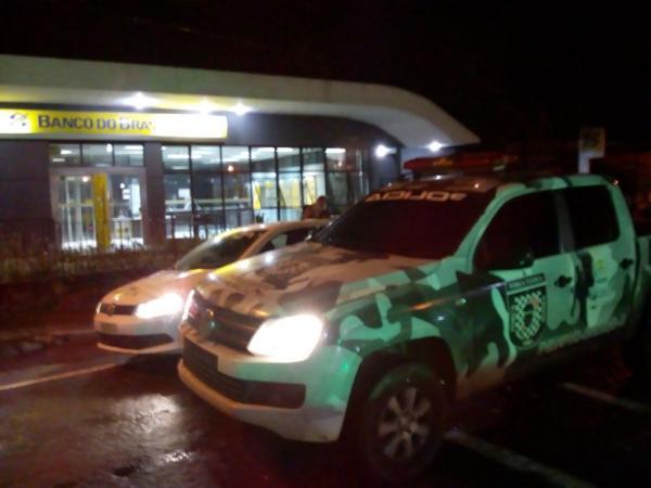 Bando faz motorista de ônibus refém na BR-343 e assalta Banco do Brasil de Angical