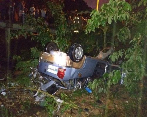 Carro cai em galeria e jovem morre afogado na zona sudeste de Teresina