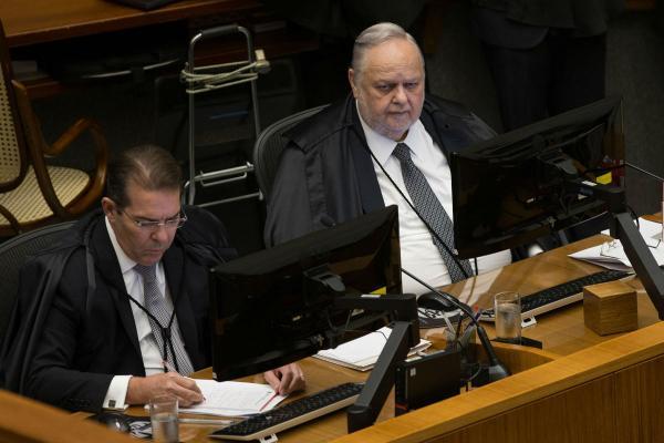 STJ nega por 5 a zero habeas corpus preventivo para Lula. Era o esperado.