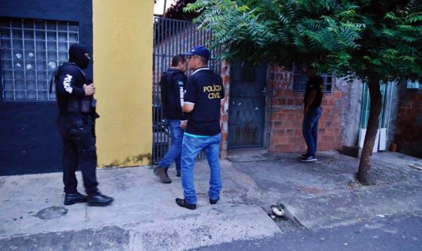 Polícia deflagra Operação Rapinagem e prende 13 pessoas