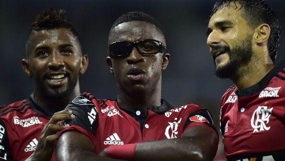 Flamengo vence Emelec (2-1) no Equador na Copa Libertadores