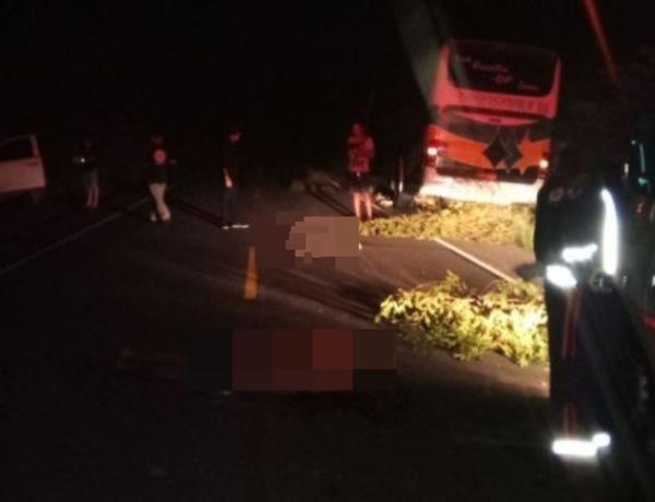 Ônibus colide na traseira de veículo e dois homens acabam morrendo próximo a Floriano