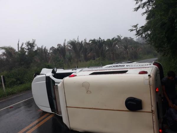 Acidente na BR 316 com ambulância da cidade de Lagoa do Sitio, deixa quatro feridos