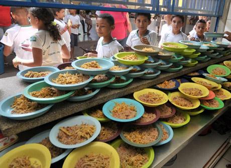 Mais de 60% das escolas estaduais do Piauí não possuem refeitório