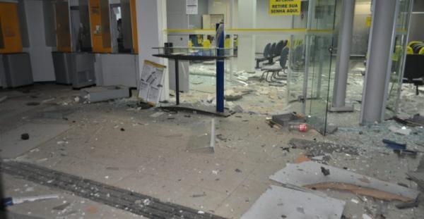 Bandidos explodem Banco do Brasil e Correios em Simplício Mendes