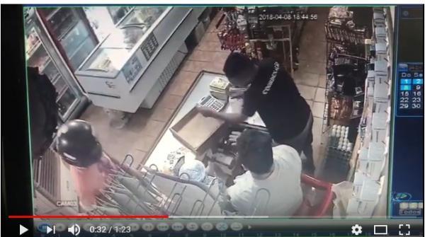 Vídeo flagra dupla armada durante assalto a comércio em Água Branca
