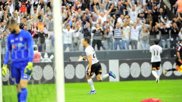 Corinthians vence o Fluminense com dois gols de Rodriguinho