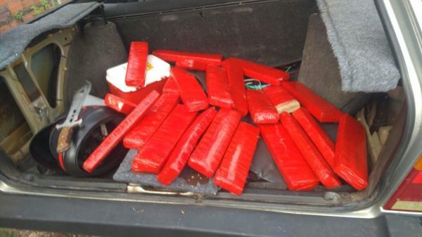 Polícia encontra 19 tabletes de maconha em fundo falso de 'Parati' em Teresina (PI)